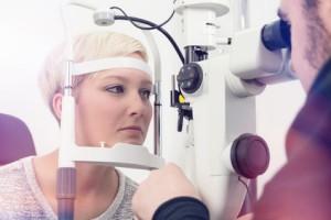 Augenuntersuchung beim Augenarzt in Worms.