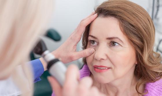 Augenarzt: Raum Neuss erklärt Makuladegeneration.