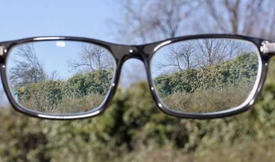 Augenarzt in Neuss über Makuladegeneration